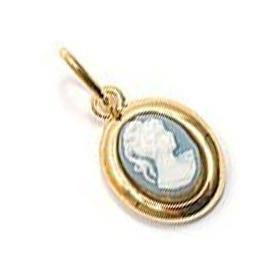 Pendentif plaqué or avec camée bleue.