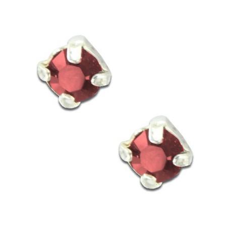 Clous d'oreilles en argent et cristal rouge taille ronde