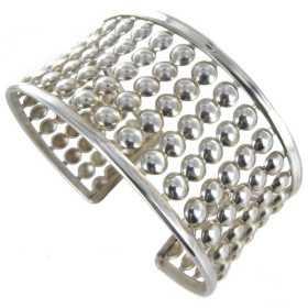 Large bracelet en argent composé de capsules.