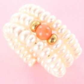 Bague réglable or et perles et agate rose.