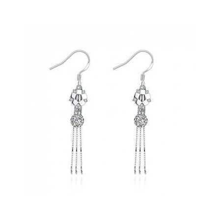 Boucles d'oreilles pendantes en argent et oxyde de zirconium.